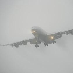Из-за тумана самолет